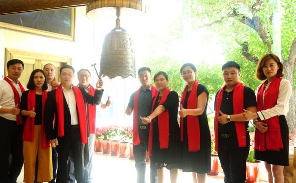(必普股份董事长兼首席执行官张森先生,公司联合创始人赵鹤女士携