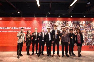 阿迪达斯员工及客户一同出席全新广州办公室的启动仪式