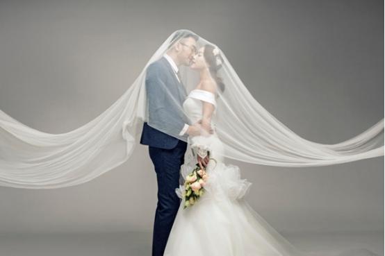 选择一家郑州最好的婚纱摄影工作室!今天就来给准备拍摄婚纱照的