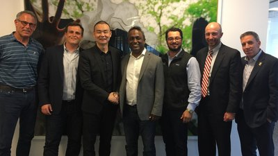 凯洲资本董事长吴欣(左三)与 Halo 联合创始人Biju (正中)及 Halo 投资机构 GPS Partners 董事等合影