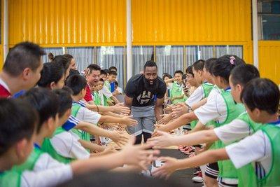 NBA球星詹姆斯-哈登杭州参与阿迪达斯举办的公益活动