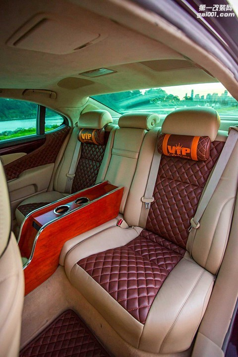 2007-lexus-ls-460l-diamond-stitch-seats (1).jpg