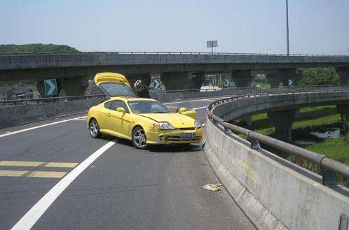 遇到轻微交通事故快速就报警?这有简单方法