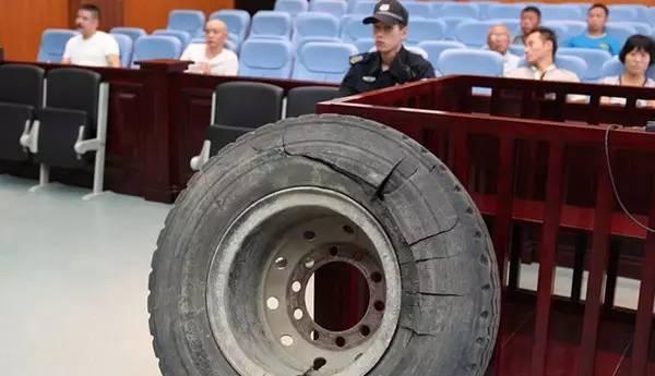 货车爆胎炸飞老板当场死亡 轮胎爆炸威力有多大