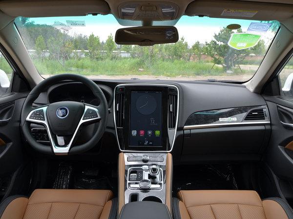 比亚迪  EV300 大中控全景