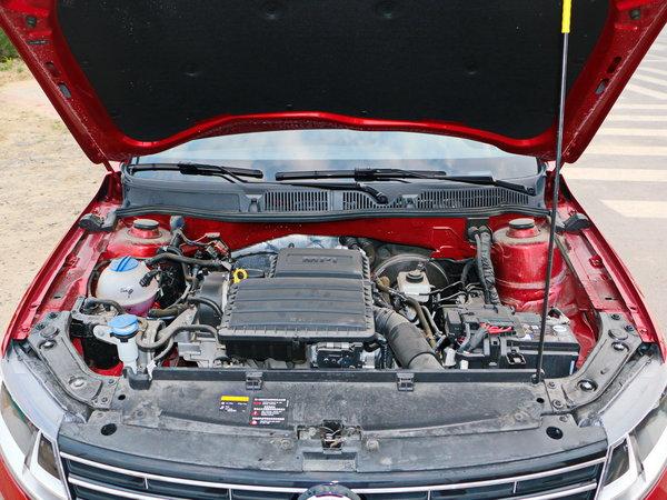 上汽大众  1.6L 自动 发动机舱
