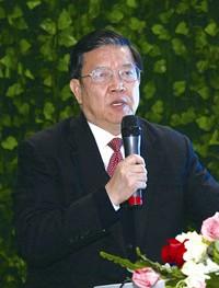 前外经贸部副部长 龙永图