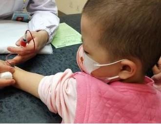 水滴筹·水滴公益帮助6岁小美筹集化疗费,爱心接力收获希望