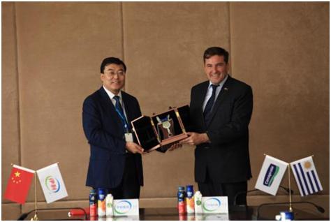乌「多多财经瑞丰直播平台」拉圭驻华大使访问伊利 两国最大乳企牵手再迈合作新台阶